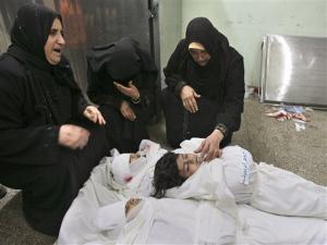 tangisi_tiga_anak_yang_tewas_akibat_serangan_israel_di_jalur_gaza